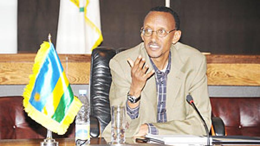President Kagame addressing members of the press at the press conference held at Urugwiro Village yesterday (PPU Photo)