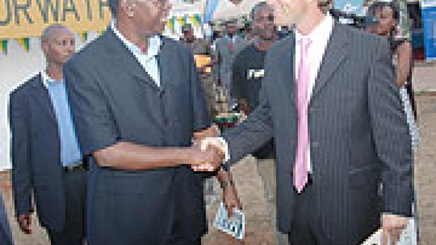 Prime Minister Makuza with a guest at the Expo