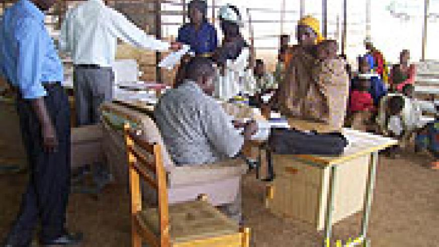 UNHCR and Ministry of Local government officials registering returnees at Gicumbi transit camp on Thursday (photo/A Gahene)