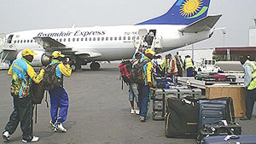 Passengers prepare to board a Rwandair aircraft at Kigali International Airport. The airliner has decided to rescue Kigali-bound passengers following a strike by Kenya Airways employees. (File Photo)