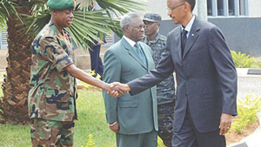 President Paul Kagame greets Rwanda Defence Forces chief, Gen James Kabarebe as Defence Minister Gen Marcel Gatsinzi  looks on. (Photo/ Urugwiro Village)
