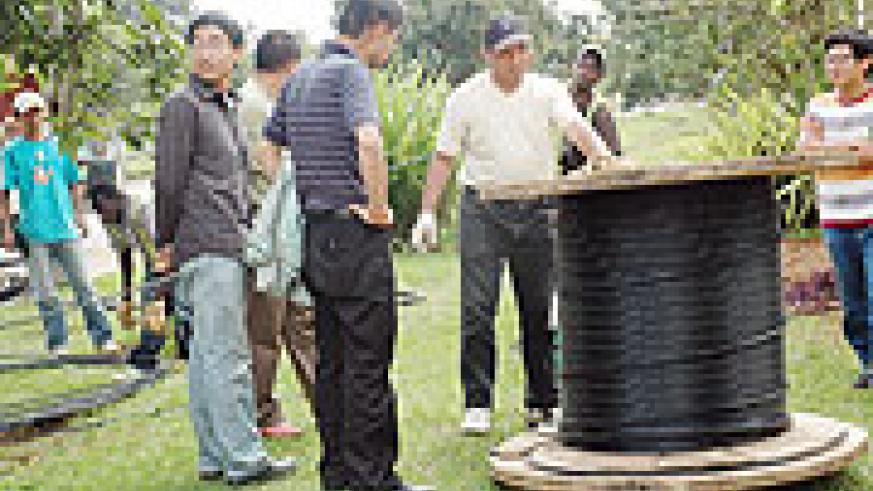 Chinese Technicians lay the fibre optic cable in Rwanda.(File Photo)
