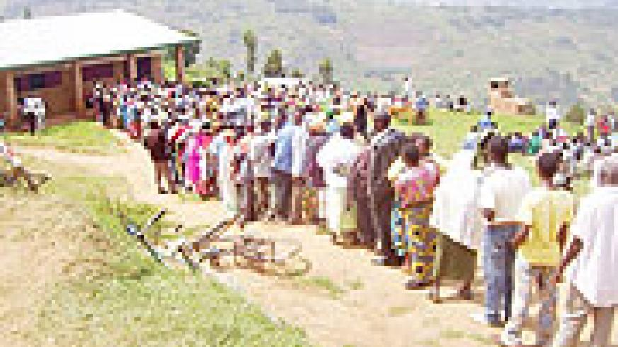 Gicumbi District residents taking part in elections for the Cell advisory council at Murama Cell. (Photo / A. Gahene)