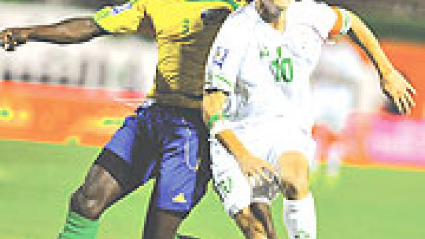Algerian Karim Saifi (R) and Rwanda's Hamadi Ndikumana (L) fight for the ball during their 2010 World Cup group C qualifying football match in Blida on Sunday.