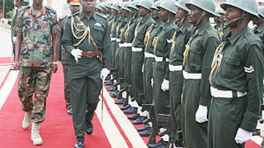 Gen Kabarebe inspects a Guard of Honour on arrival at the Sudanese Army Headquarters in Khartoum