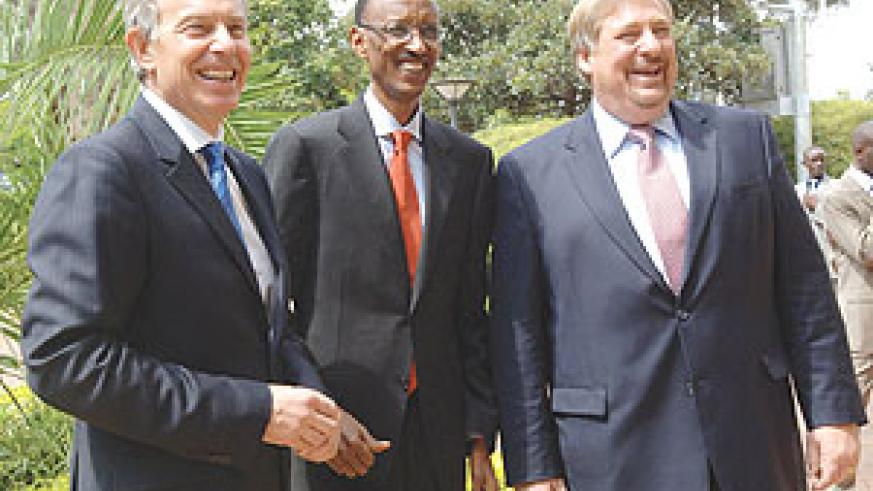 President Paul Kagame, Former UK Prime Minister, Tony Blair  and Pastor Rick Warren share a light moment before yesterday's Prayer Breakfast held at Serena Hotel. (Photo-Urugwiro Village)