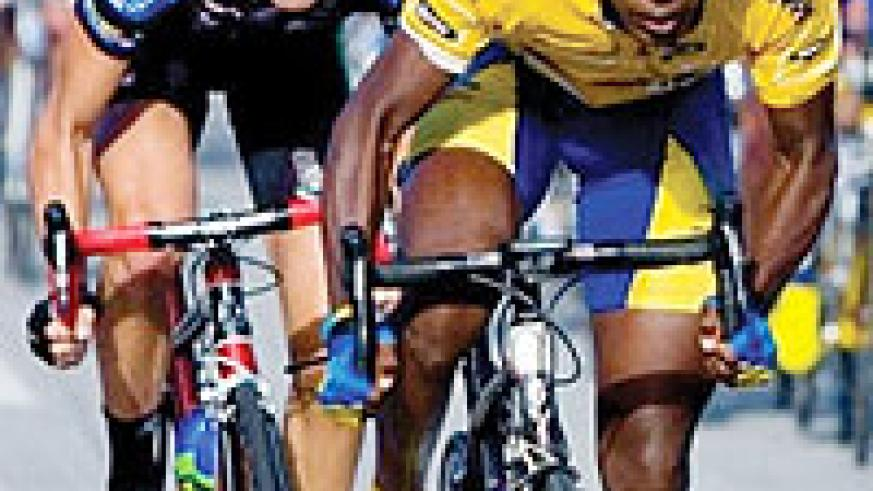 Adrien Niyonshuti powers his bike in a recent competition. The Karisimbi rider has his eyes on Euros 400. (File Photo)