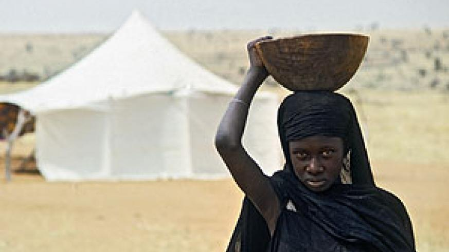A girl performs domestic labour in a rural Mauritanian encampment: UN Photo/Jean Pierre Laffont