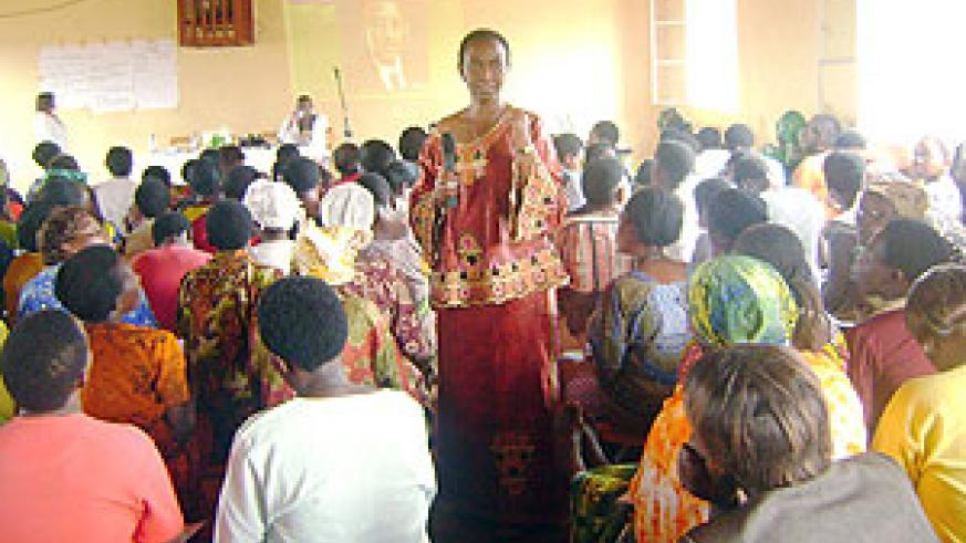 Senator Aloysia Inyumba talking to rural women leaders in Eastern Province. (Photo: S. Rwembeho)