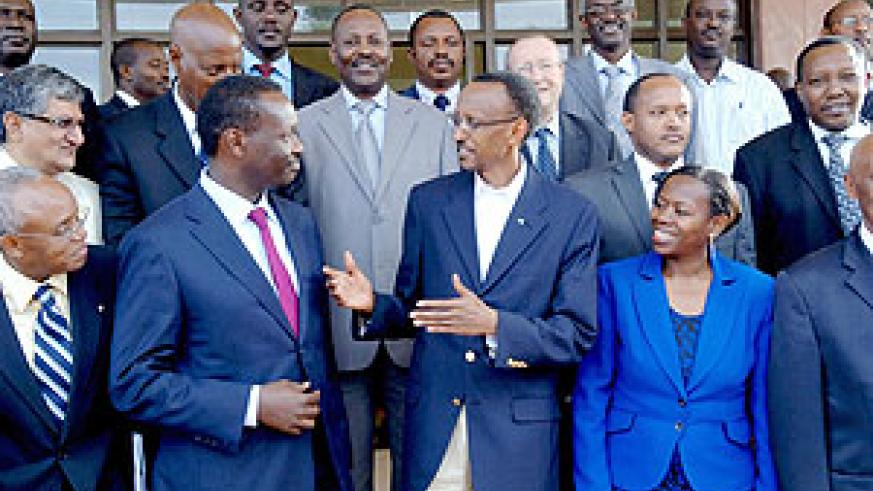 President Paul Kagame with Monique Nsanzabaganwa, Minister of Trade and Industry and Robert Bayigamba, president of the Private Sector Federation and some of the participants at the 3rd Presidential Business Round Table. (Photo Urugwiro Village)