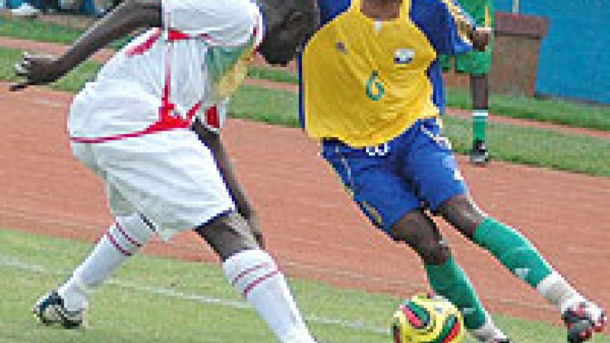 Amavubi's Iranzi takes on a Malian defender during this year's Africa Youth Championship. Yesterday, Amavubi thrashed Zimbabwe 4-1 to qualify for the semis. (file photo)