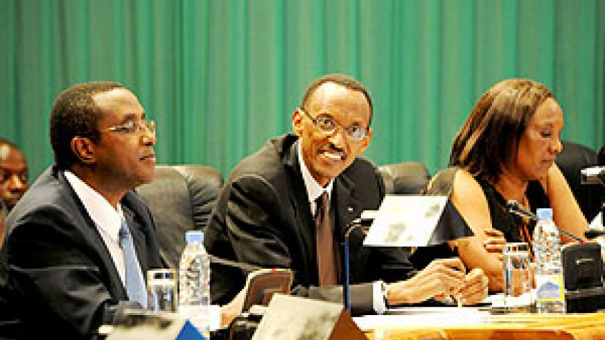 President Paul Kagame during the National Dialogue meeting yesterday. He is flanked by the Speaker of Parliament, Rose Mukantabana (R) and Vincent Biruta, president of the Senate. (photo Urugwiro Village)