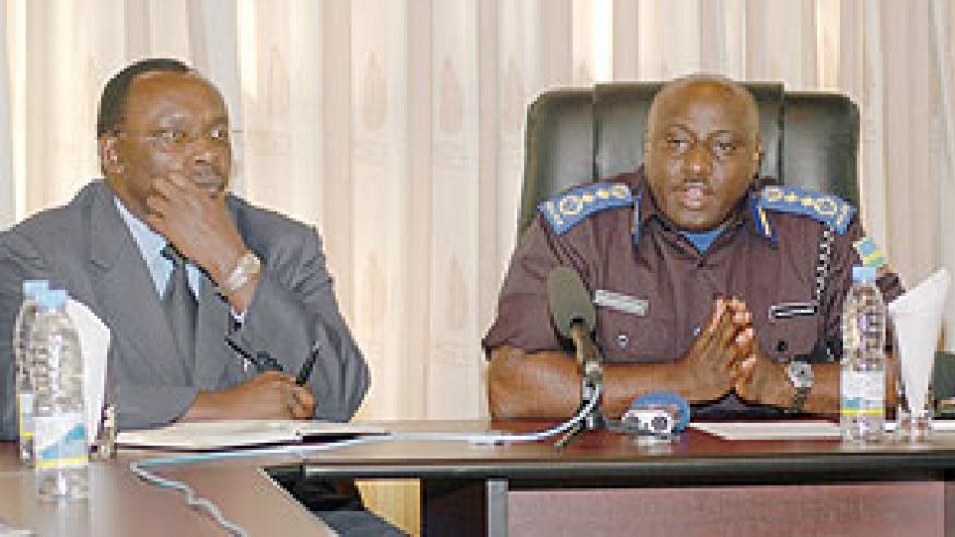 Central bank governor, François Kanimba(L) and  Commissioner General of Police, Emmanuel Gasana, explains 'Bank Rambert' issue to the Media after arrest of culprits   Wednesday ( Photo : Goodman )