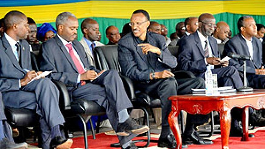 President Kagame consults Minister and State Minister of Education, Charles Murigande and Mathias Harebamungu, during the visit to National Examiners at Kagarama Secondary School.