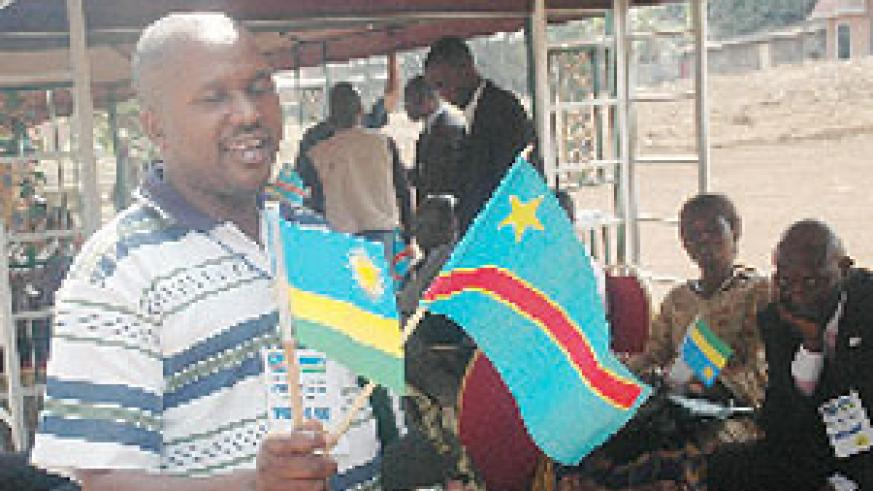 A Congolese journalist admires flags of the two countries, a sign of the Umoja wetu spirit. (File photo)