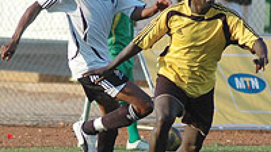 APR's Mutesa Mafisango (L) has been a rock at the back for the reigning champions. APR who are level on points with Atraco (16) trail Etincelles by three points. (File Photo)