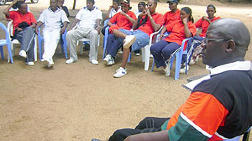 Edgar Ogao  facing audience teaching a team of  professionals at Gashora-Bugesera. (Photo: S. Rwembeho)