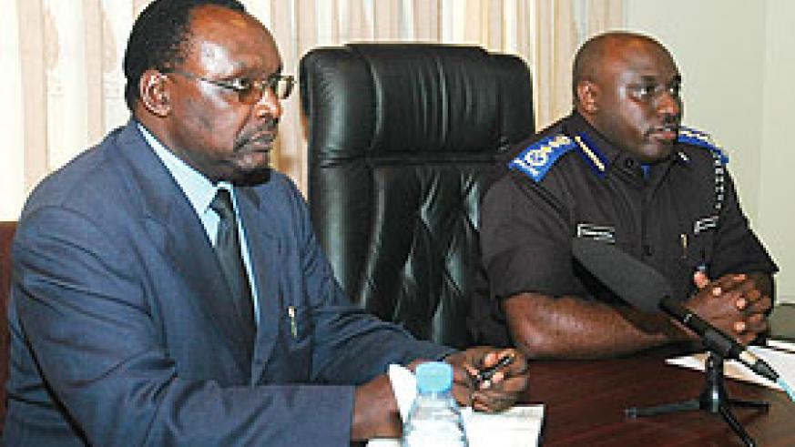 BNR Governor Francois Kanimba and Commissioner General of Police Emmanuel Gasana announcing the crackdown on loan sharks last year. (File Photo)