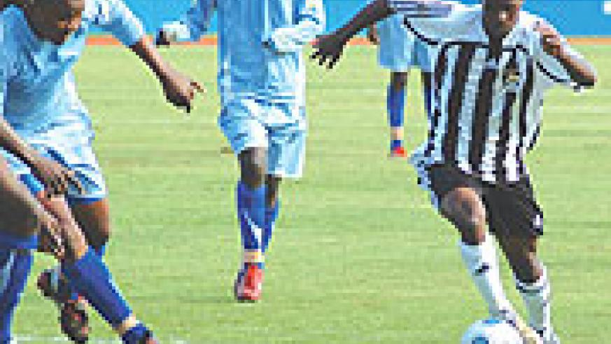 APR's midfielder Haruna Niyonzima takes on Rayon Sport defenders during their league meeting a fortnight ago. The league resumes this afternoon when APR take on Marines in Gisenyi. (File photo)
