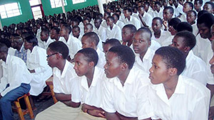Students of Byimana School of Sciences in a meeting with Governor  Fidele Ndayisaba . (Photo / P. Ntambara)