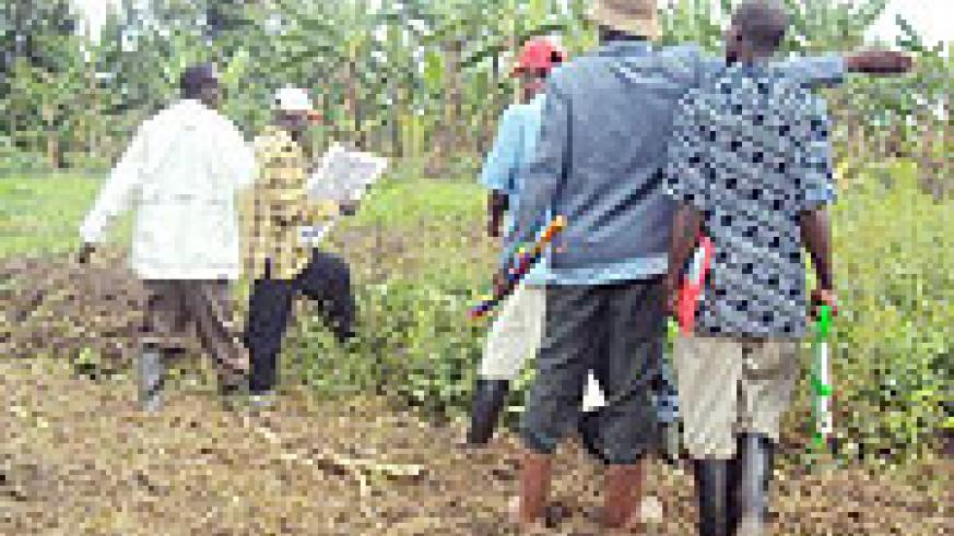 Surveyors carrying out land redemarcation and registration exercise in Rukomo sector. (Photo: D. Ngabonziza)