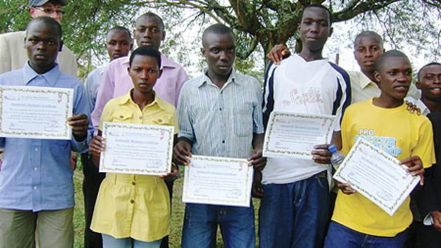 The graduates display their certificates. (Courtsey Photo)