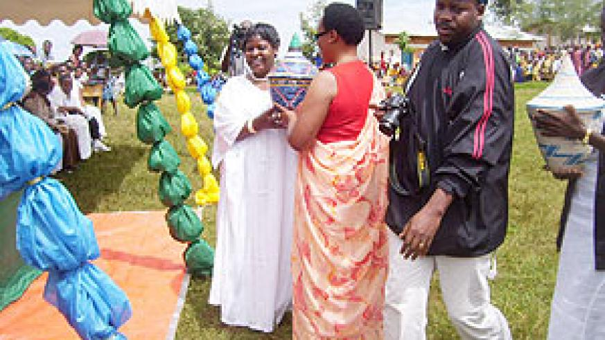 The Vice President of the Senate Marie Mukantabana(L) being presented with a gift from Gicumbi District Women at Cyumba Sector. (photo/ A.Gahene)