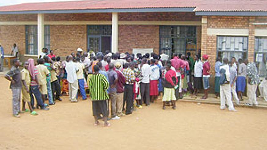 Residents lining up for National ID registration and photographing exercise at Gicumbi distrct site. (Photo:  A. Gahene)