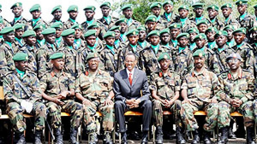 President Paul Kagame poses with some of the successful Cadet Officers and senior military officials (Photo Urugwiro Village)