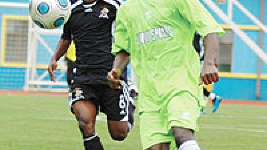 Fullback Girinshuti Mwemere, seen in this file photo playing against his former club APR last month, was a threat for Kiyovu against Rayon Sport yesterday.