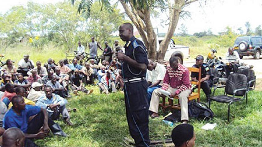 Assistant Commissioner of Police, Vianney Nshimiyimana addressing residents of Nyagatare sector. (Photo/ D. Ngabonziza)