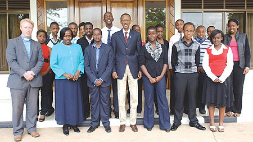 President Paul Kagame with Students and staff of St Andrews School, Turi at Urugwiro Village yesterday. (Photo Urugwiro Village)