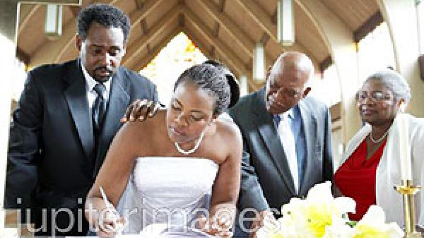 There will always be time to put it in writing at the wedding. (Internet photo)
