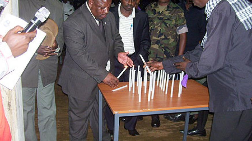 Governor Aime Bosenibamwe lights a candle during genocide commemoration at Tumba College of Technology. (Photo / A. Gahene)