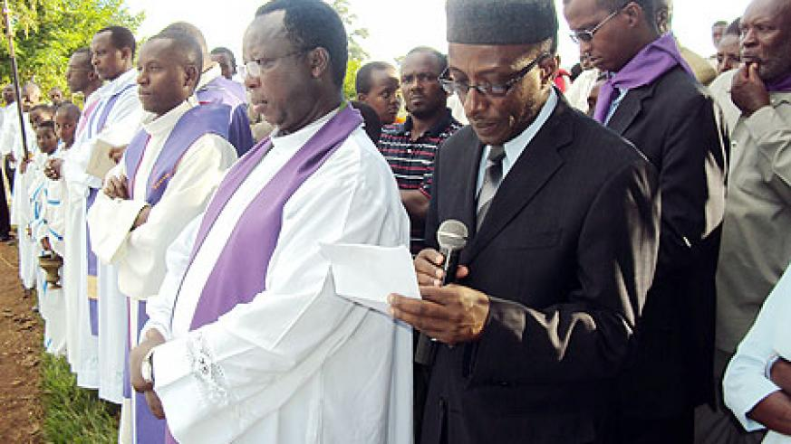 Mufti Sheikh Saleh Habimana and Father Albert Mpasumbuko (on his right) during memorial service. (Photo / S. Rwembeho)