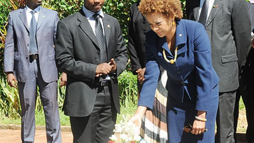 The Governor General of Canada Michaelle Jean paying tribute to Genocide Victims at Kigali Genocide Memorial Centre on Wednesday. (Photo J Mbanda)