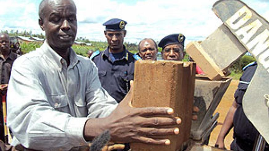 Governor Kabaija officially kicked off the construction project. (Photo: S. Rwembeho)