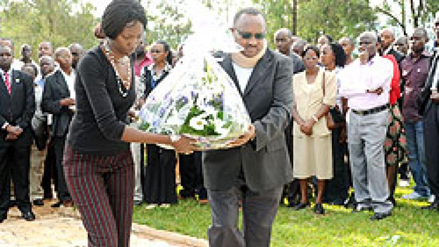 The Minister of Cabinet Affairs Protais Musoni lays a wreath at Nyanza Genocide Memorial Centre, Kicukiro yesterday. (Photo: J. Mbanda)
