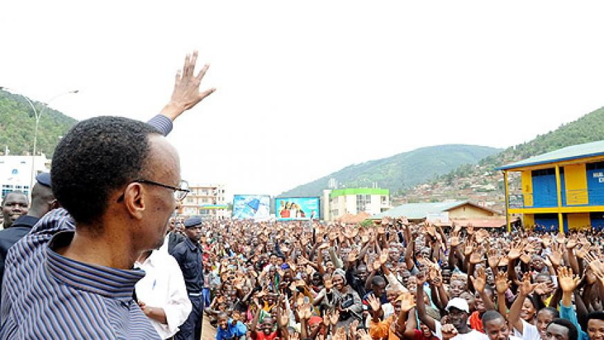 President Kagame waves at the crowd in Nyabugogo yesterday. (Photo Urugwiro Village)