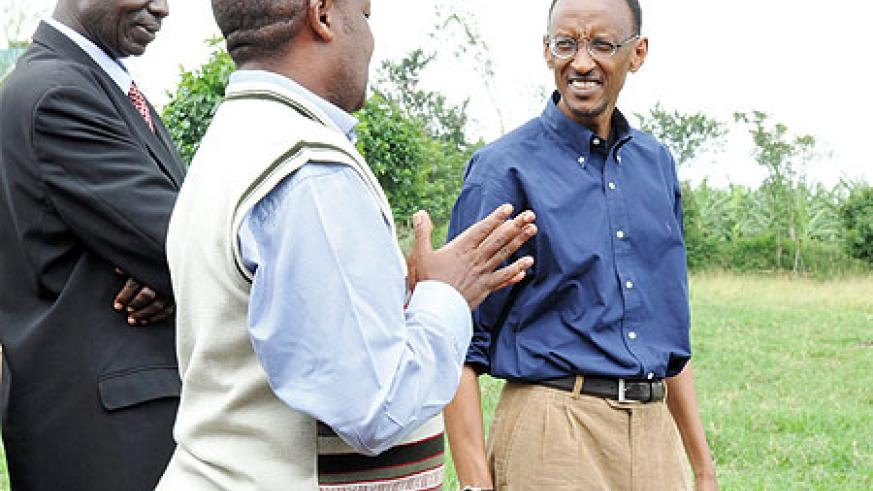 President Kagame listens to model farmer, Apollo Rutagarama,  at his farm in Rukiri, Gitoki Sector yesterday. (Photo Urugwiro Village)