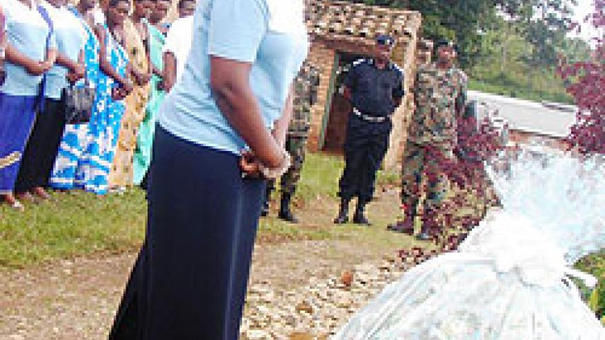 First Lady Jeannette Kagame pays respect to Genocide victims at Cyanika Genocide memorial site (Photo P. Ntambara)