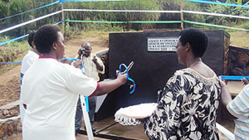 Mayor Yvonne Mutakwasuku commissions the new Nyarucyamo water. (Photo D.Sabiiti)