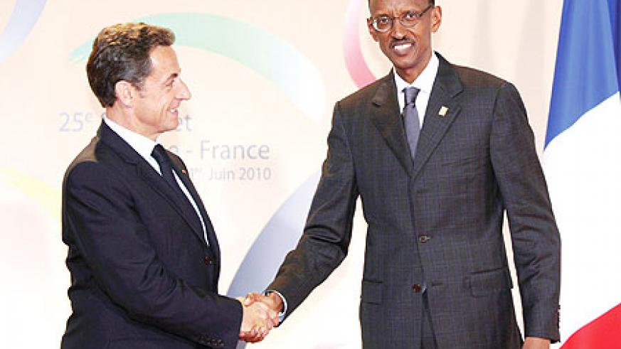 President Kagame being welcomed by President Sarkozy at the France Africa Summit in Nice (Photo Urugwiro Village)