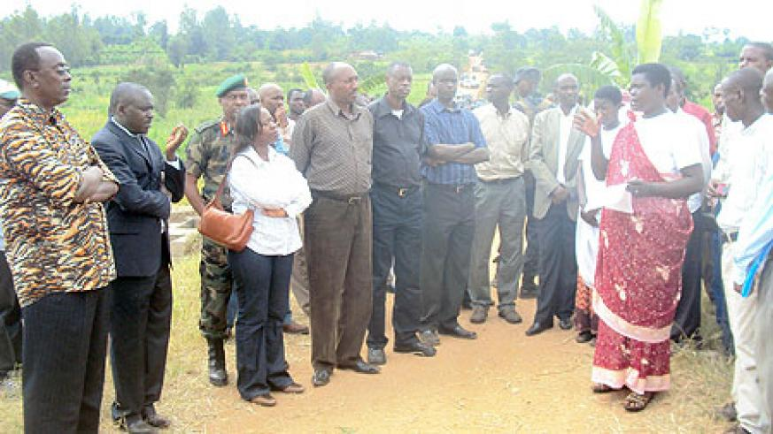 Prime Minister and other government officials listen to cooperative members'grievances. (Photo: S. Rwembeho)