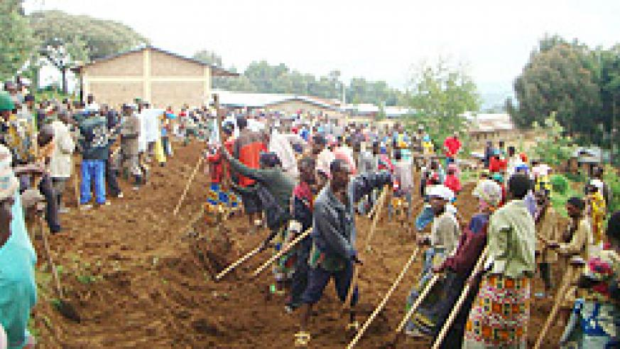 Residents participate in last Saturday Umuganda to clear ground for construction of classrooms under the 9 year basic education programme at Kageyo Secondary School. (Photo: A. Gahene)
