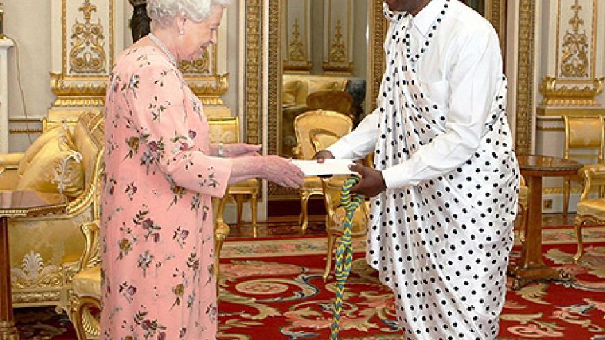 High Commissioner, Ernest Rwamucyo presenting his credentials to Her Majesty Queen Elizabeth II at Buckingham Palace on Tuesday. (Courtesy photo)