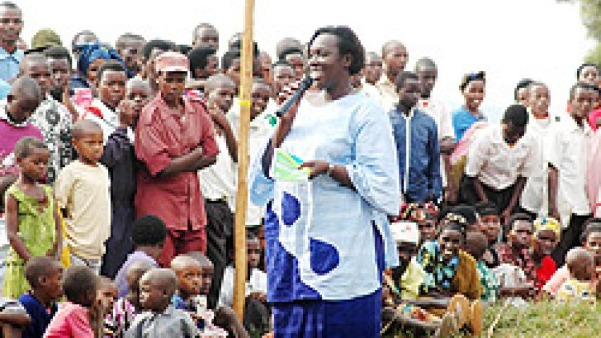 MP Yvone Uwayisenga talking to residents of  Rutunga Sector on Friday (Photo F. Goodman)