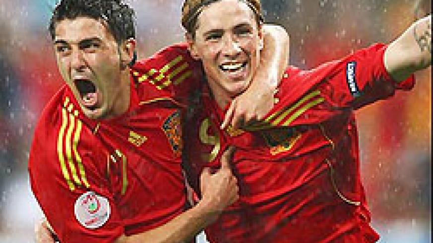 David Villa celebrates with Fernando Torres. Villa scored a brace to put Spain back on track. (Net Photo)