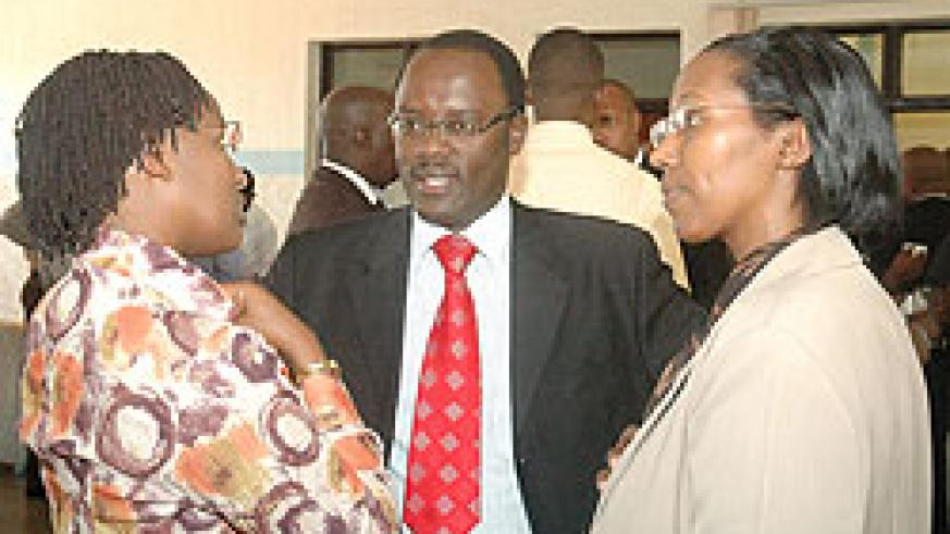 The Director of CDF Laetitia Nkunda, Fidel Ndayisaba Governor of Southern  Province and Minister of State for energy Colette Ruhamya in a discussion during  IMIHIGO ( Photo;F. Goodman)