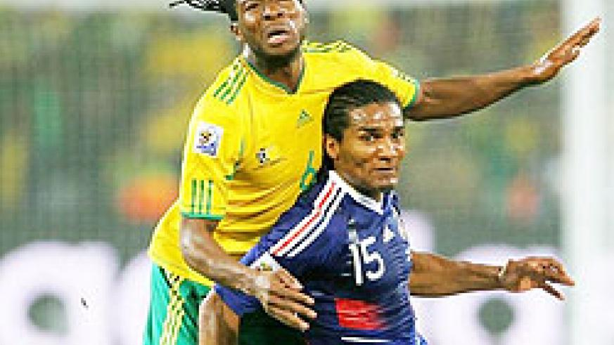 MacBeth Sibaya of South Africa challenges Florent Malouda of France during the 2010 FIFA World Cup South Africa Group A match. (Net photo)